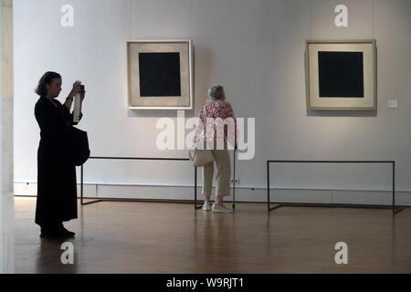 Moskau, Russland - 15. AUGUST 2019: Schwarzes Quadrat Gemälde von Kasimir Malewitsch zu einem erneuerten Dauerausstellung an der Staatlichen Tretjakow-Galerie auf Krymsky Val. Michail Metzel/TASS - Stockfoto