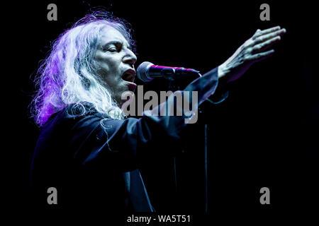 Amerikanischen Singer-Songwriter, Patti Smith, führt live auf der Bühne des Vodafone Paredes de Coura Music Festival in Paredes de Coura. - Stockfoto