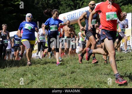 Sofia, Bulgarien - 27. Juni, 2019: Die Menschen laufen von der Startlinie bei Vitosha Sommerfest Wettbewerb. - Stockfoto