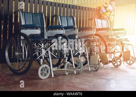 Rollstühle im Krankenhaus/Rollstühle warten auf Patienten Dienste deaktiviert Beförderung - Stockfoto