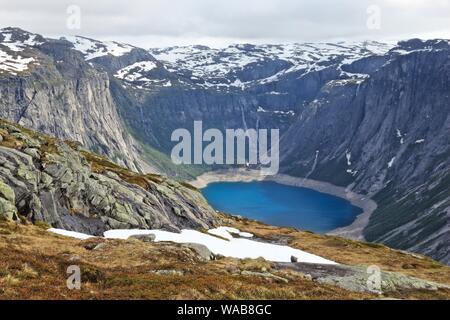 Norwegen Landschaft auf dem Weg zur trolltunga (Troll's Zunge) Rock in Hordaland County. Ringedalsvatnet See. - Stockfoto