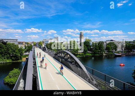 Mülheim an der Ruhr, Ruhrgebiet, Nordrhein-Westfalen, Deutschland - Fahrrad Highway, Ruhr RS1 Express Way, führt in Mülheim auf einer ehemaligen Eisenbahnbrücke.