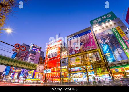 Tokio - Januar 2: Akihabara Bezirk 2. Januar 2013 in Tokyo, JP. Der Bezirk ist ein großes Einkaufszentrum für Elektronik, Computer, Anime, Spiele und o - Stockfoto
