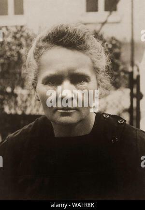 Marie Curie Sklodowska (7.11.1867 - 04,17. 1934) ist ein weltweit bekannter Physiker und Chemiker bekannt für ihre Arbeit an Radioaktivität. Marie war in Warschau in Polen geboren und zog später nach Paris ihr Studium weiter. Sie war die erste Frau, die den Nobelpreis und die erste Person, die Nobelpreise verliehen zu erhalten, in der Physik und Chemie. Fortpflanzung: Marek SKORUPSKI/FORUM - Stockfoto