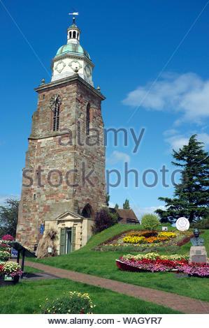 """- Nordhausen - Touristen- und Informationsbüro befindet sich in der ramains einer ehemaligen Kirche (lokal als """"pepperpot"""" bekannt). Worcestershire, Großbritannien. - Stockfoto"""
