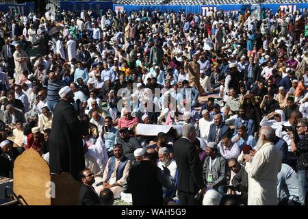 August 11, 2019: Tausende von Muslimen aus rund um den Tri-state-Area an MetLife Stadium Wiesen für das Eid al-Adha, hat keine bestimmte Zeitdauer und Gebet versammelt. Diese islamische - Stockfoto