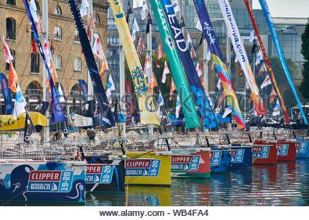 London, Großbritannien. 24 August, 2019. Scherer an der Segelregatta rund um die Welt in St. Katherine Docks vor dem Rennen starten vertäut sind. - Stockfoto
