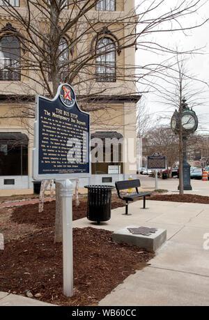 Genau an der Stelle auf der Dexter Avenue in Montgomery, Alabama, wo Rosa Parks für den Bus an jenem schicksalsträchtigen Tag gewartet, dass die Bürgerrechtsbewegung in ein reißendes Menschenrechte Krieg - Stockfoto