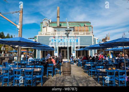 Kalifornien, Amerika, 6. März, 2018. Ein Cafe Shop in Disney California Adventure Park, ist ein Themenpark in Anaheim. Es ist im Besitz und wird betrieben von - Stockfoto