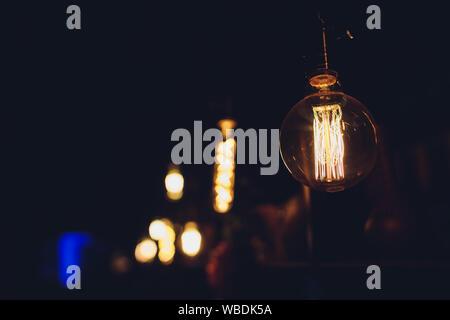 DIY Licht leuchten Hängeleuchten von Gläsern gemacht - Stockfoto