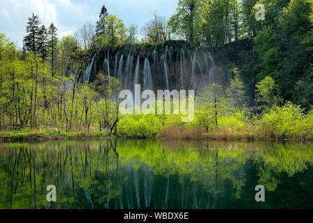 Europa; Europäische; Kroatien; Nationalpark Plitvicer Seen; UNESCO; Weltkulturerbe; Wasserfall - Stockfoto