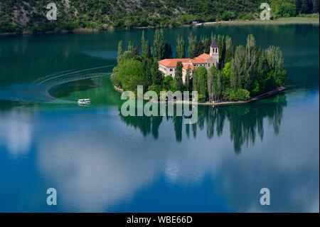 Europa, Europa, Kroatien, Dalmatien, Nationalpark Sibenik-Knin CountyKrka Visovac Kloster, Franziskanerkloster, Insel Visovac, - Stockfoto