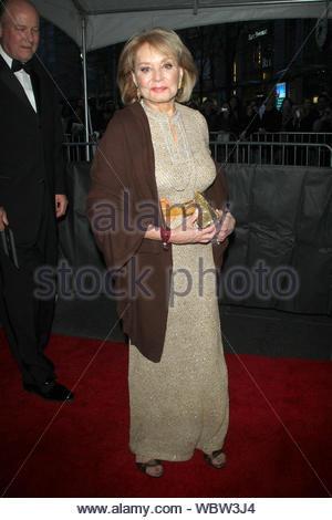 New York, NY-Barbara Walters zu der Zeit 100 Gala feiert die Zeit 100 Ausgabe der einflussreichsten Menschen in der Welt, bei Jazz statt, am Lincoln Center in New York. AKM-GSI, 23. April 2013 - Stockfoto