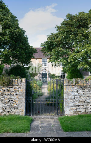 Cotswold Cottage im Dorf Overbury, Cotswolds, Worchestershire, England - Stockfoto