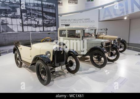Die 90 Jahre BMW Automobile, BMW Museum, München, Bayern, Deutschland. - Stockfoto