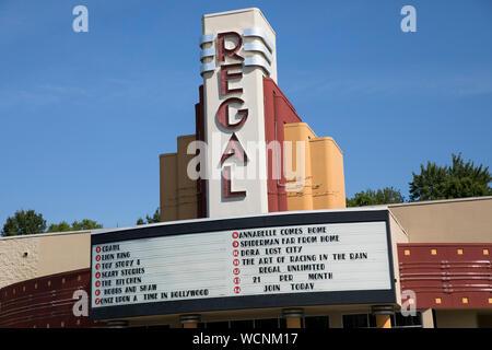 Ein logo Zeichen außerhalb eines Regal Movie Theater Lage in Niles, Ohio am 12. August 2019. - Stockfoto