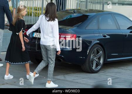 Prinzessin Leonor von Spanien und Königin Letizia von Spanien besuchen sie Juan Carlos nach seinem Herzen Chirurgie am Hospital Universitario Quirónsalud Madrid. Pozuelo de Alarcón, 26.08.2019   Verwendung weltweit - Stockfoto
