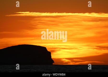 Malerische Aussicht auf Meer gegen Himmel bei Sonnenuntergang