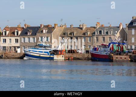Manche, Cotentin, Frankreich, Barfleur, mit der Bezeichnung Les Plus Beaux Dörfer de France (The Most schöne Dörfer von Frankreich), der kleine Fischerhafen - Stockfoto