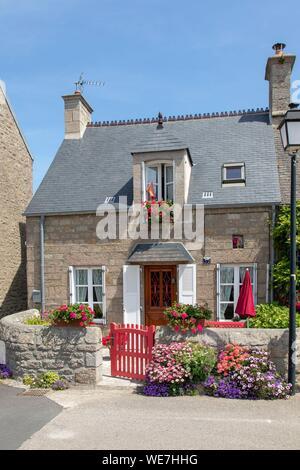 """Frankreich, Manche, Barfleur, """"Les Plus beaux villages de France (Schönste Dörfer Frankreichs), lokale Häusern aus Granit - Stockfoto"""