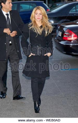 Madrid, Spanien - Die kolumbianische Sängerin Shakira nimmt an der Trauerfeier zum Gedenken an Irene Vazquez Romero, Ehefrau von ex-Minister Jose Maria Michavila, Sta Maria de Cana Kirche in Pozuelo de Alarcon. AKM-GSI am 27. November 2013 - Stockfoto