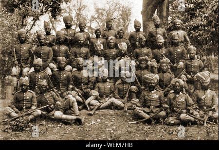Eine Gruppe von SEPOYS dargestellt in 1912 - einschließlich der Sikhs, Ghoorkas (gurkhas), pathans und ein dogra Offizier - ein sepoy war ein Indischer Fuß-Soldaten jeder Religion, die entweder in die East India Company Armee gedient oder, wie hier, in der British Indian Army - Stockfoto