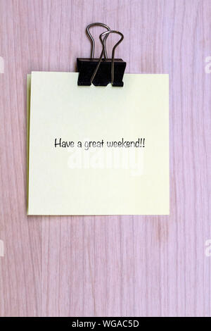 Close-up Text auf Kleber Hinweis - Stockfoto