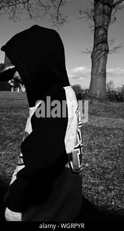 Profil von Boy tragen Jumper - Stockfoto