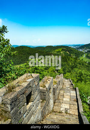 Große Mauer Ruinen in der Nähe Fenghuang Stadt, China - Stockfoto