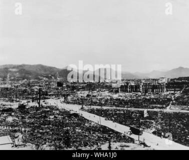 WW2: Hiroshima nach der Explosion der ersten Atombombe, 5. August 1945. Bombe fiel durch die USA. - Stockfoto