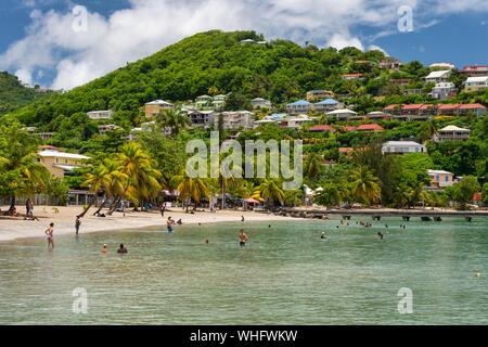 Anse-à-l'âne, Martinique, FR: 22. August 2019: Personen, die ein warmer Tag im Anse-à-l'âne Strand. - Stockfoto