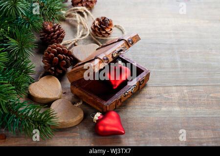 Weihnachten-Grenze auf dem hölzernen Hintergrund entwerfen - Stockfoto