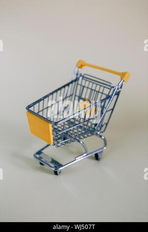 Kleines Spielzeug Warenkorb - Stockfoto