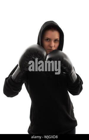 Das Porträt einer schönen jungen Mädchen mit Boxhandschuhen ihr Schutz oben halten, mit harten Blitz, auf weißem Hintergrund. - Stockfoto
