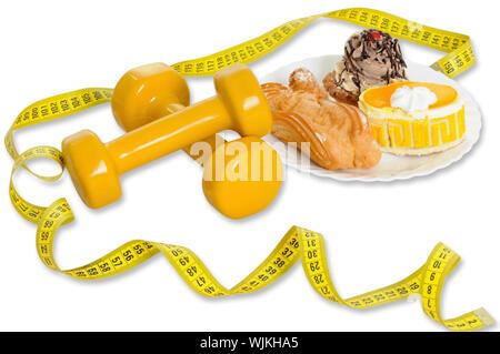 Maßband, Kuchen und Hanteln isoliert auf weißem Hintergrund - Stockfoto