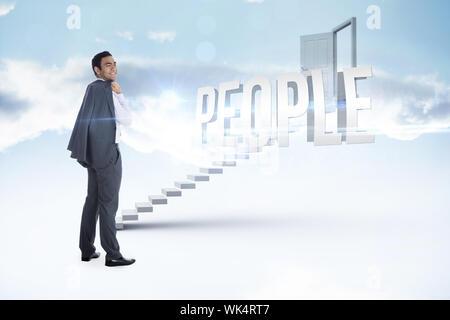 Das Wort Menschen und Lächeln, Geschäftsmann, gegen weisse Treppe zu der offenen Tür - Stockfoto
