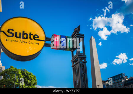 Argentinien, Buenos Aires: Die Juli 9. Avenue (Avenida 9 de Julio) ist die größte Avenue weltweit (bis zu 125 Meter breit). Es hat seinen Namen von t - Stockfoto