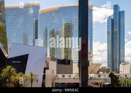 Las Vegas, Nevada/USA, 11. Mai 2019: Die moderne Skyline von Las Vegas mit dem Aria und kosmopolitischen Resorts Las Vegas in Nevada. - Stockfoto