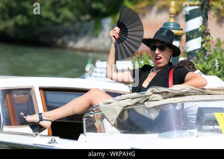 Venedig, Italien - 30. August: Rossy de Palma kommt an Darsena Excelsior während des 76. Filmfestival von Venedig am 30. August 2019 in Venedig, Italien. (Pho - Stockfoto