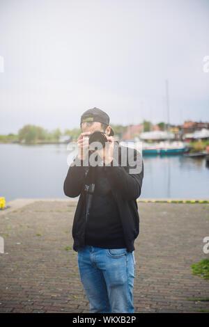 Fotograf, Foto, Tiere, Mann mit Kamera Einrichten ein Stativ