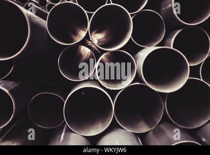Full Frame Geschossen von Stapel Rohre - Stockfoto