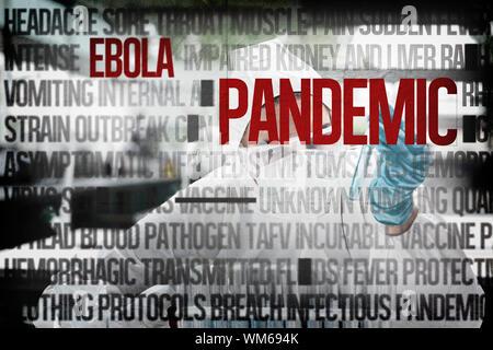 Geschützt Wissenschaftlerin in einem Reagenzglas gegen Ebola Wort Cluster suchen - Stockfoto