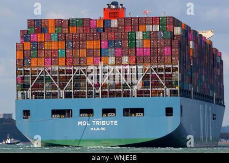 Containerschiff, MOL, Schatz, sehr nah bis, Container, Stern, Ansicht, Boot, Bootfahren, Versand, Southampton, den Solent, Cowes, Isle of Wight, England, Vereinigtes Königreich, - Stockfoto
