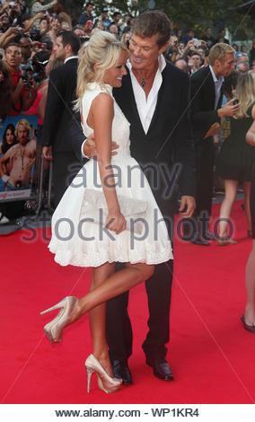 """London, Großbritannien - Hayley Roberts und David Hasselhoff an der London Premiere von 'Keith Zitrone: Der Film"""", gehalten an der Vue West End. AKM-GSI 20. August 2012 - Stockfoto"""