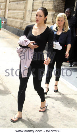 New York, NY-Katharine McPhee und Co star Megan Hilty von der NBC Erfolg Erscheinen, Mash'in New York City gesichtet wurden fertig zu Film Szenen für bevorstehende 2. der Saison. Schauspielerin und Sängerin Jennifer Hudson und ihr Sohn, wo auch für Dreharbeiten. Vielleicht Hudson tut nur ein Cameo oder sie könnte tatsächlich eine größere Rolle in der kommenden Saison haben. AKM-GSI 20. August 2012 - Stockfoto
