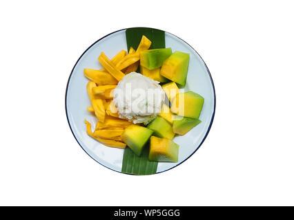 Ansicht von oben frische Kokosmilch Eis Jackfruit und Kantalupe auf weißem Hintergrund - Stockfoto