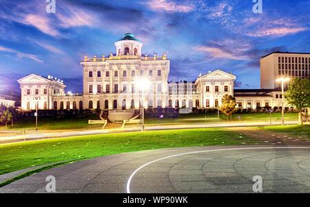 Borovitskaya Square und Pashkov Haus in der Nähe von Moskau Kreml in Moskau, Russland. Architektur und Wahrzeichen von Moskau - Stockfoto
