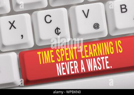Wort schreiben Text Zeit Lernen ist nie eine Verschwendung. Business foto Präsentation Bildung hat kein Ende lernen immer Weiß pc-Tastatur mit leeren Hinweis - Stockfoto