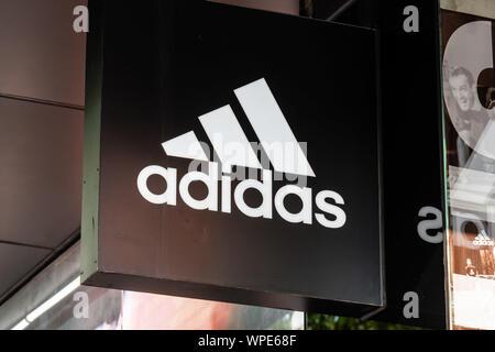Shanghai, China. 7. Sep 2019. Deutsche multinationale Sportswear corporation Adidas Logo in Shanghai gesehen. Credit: Alex Tai/SOPA Images/ZUMA Draht/Alamy leben Nachrichten - Stockfoto