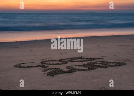 Arossim Beach, Goa/Indien, 17. März 2019: Hand geschriebenen Text auf einer Goa Strand im Jahr 2018 - Stockfoto
